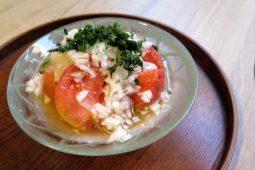 伊織さんのトマトに蜂蜜かけたん<br>【料理人・守永江里の名もなき料理】